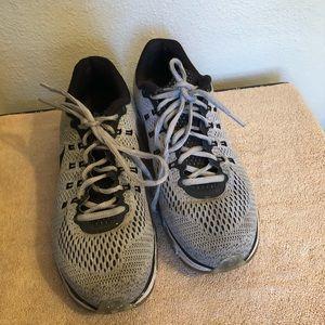 Nike run easy sneakers